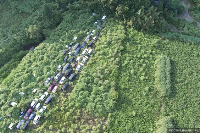 Ξεχασμένα οχήματα ''καταπίνονται'' από την Φύση σε δρόμο κοντά στο Πυρηνικό Εργοστάσιο