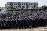 Σακούλες με μολυσμένο με ραδιενέργεια χώμα στοιβάζονται η μια πάνω στην άλλη